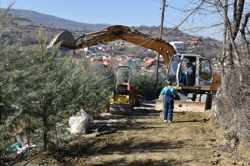 Се гради пристапниот пат кон гробиштата во село Ваташа.