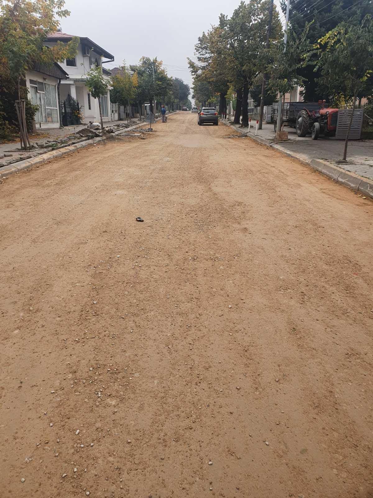 ЌЕ СЕ ПОСТАВАТ ДВА СЛОЈА АСФАЛТ НА ,,ПИОНЕРСКА,,/ ,,Проектот за поврзување на локални патишта'.